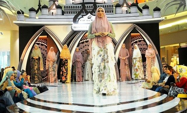 Sambut Lebaran, Sejumlah Desainer Ternama 'Panjang' Karya ...